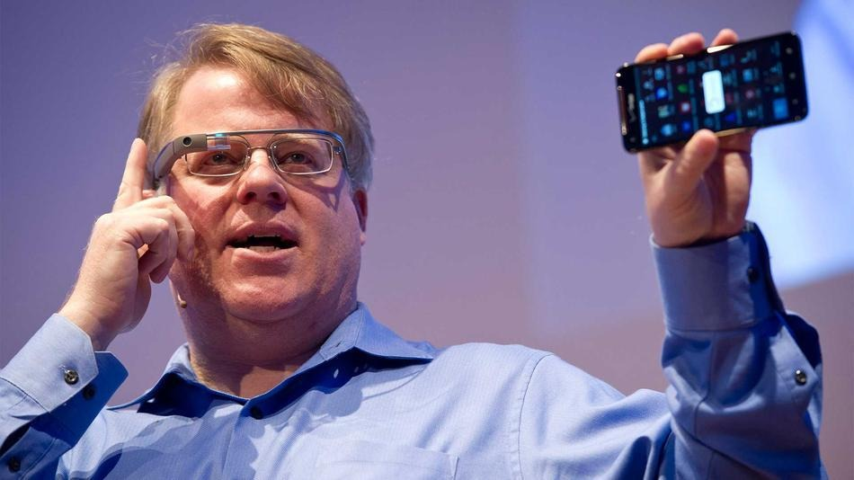 Man testing Google glass features
