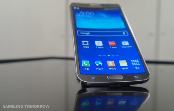Samsung Galaxy Round Front View