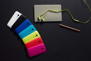Moto G in different colors